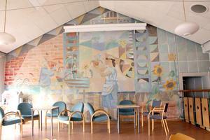 Väggmålning med solrosor av konstnären Gösta Fougstedt.