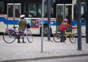 Cykling gynnar både barnets hälsa och miljön.