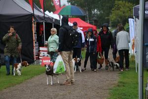 Att det regnade hindrade varken deltagare eller besökare att ta sig till idrottsplatsen i lördags.