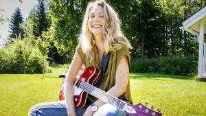 I år gick Lill-Babsstipendiet till musikern och låtskrivaren Johanna Bakke från Järvsö.