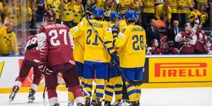 Sverige firar efter Elias Petterssons öppningsmål i matchen. Foto: Joel Marklund/BILDBYRÅN