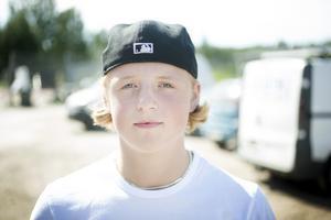 Rasmus Hemström en av årets stipendiater, spelar hockey i Brynäs.