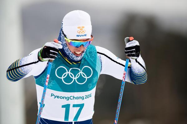Medaljhoppet Calle Halfvarsson kollapsade oförklarligt i herrarnas skiathlon och tvingades bryta. Foto: Jon Olav Nesvold (Bildbyrån).