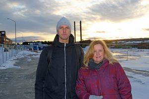 Här på Bangårdsgatan kommer nästa nya särskilda boende. Det byggs privat, men kommer att hyras av Östersunds kommun. Robert Brandt och Ulrika Paulsson ser fram emot etableringen.