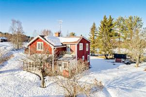 Denna gård i Boda kyrkby i Rättviks kommun kom på tredje plats på Klicktoppen för förra veckan, sett till hus i Dalarna. Foto: Erik Bowes
