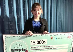 Linnea Didic´  fick i fredags fick ta emot Lilla kulturpriset av Scenit  i samband med Kulturnatten på Tegelbruket i Örebro.Foto: Privat