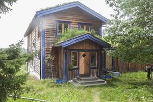 Här bor och lever Eva och Rolf drömliv i drömhuset sedan arton år tillbaka.