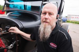 Peter Avlesen älskar att skapa saker, och bestämde sig tidigt för att det var veteranbilar som gällde.