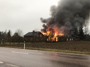 Det brann kraftigt i en lada i Borgheden i Nås.