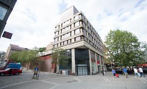 Bakom Metrohuset, där Stadium nyligen hade en butik, är det tänkt att 21-våningshuset ska byggas.