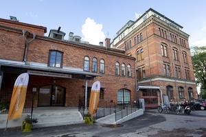 Här i Gevalias gamla huvudkontor på Alderholmen huserar Elisabeth Carlsson Cederholm, omvårdnadsnämndens nya ordförande.