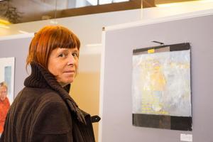 Inga Björk framför dottern Aimas installation.