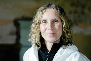 Eva Körberg Mårtensson jobbade tidigare som konservator på Västernorrlands museum, men försörjer sig nu som egen företagare inom samma bransch.