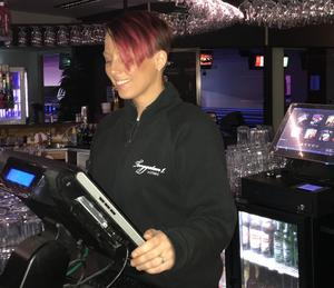 Evelina Fallberg, Strike, bartender. Bild: Privat