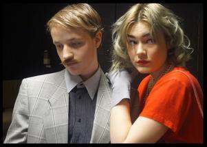 Christoffer Nordin (Alexandra Afferdal) och Anna Kronström (Tova Anderberg Wallin)  i