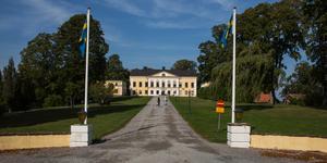 På 1980-tal förvärvade Gustavianska stiftelsen gård och jordbruksmark i Taxinge i en bytesaffär med Södertälje kommun. Slottet, med sitt kafé, blev dock kvar i kommunal ägo. I dag ägs det av Nykvarns kommun.