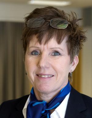 Lotta Fernström är platschef på SOS Alarm i Sundsvall. Hon har tidigare arbetat som larmoperatör i flera år.
