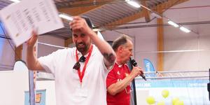 Niklas Ohlson på Happy Sveg har många anledningar att glädja sig efter en lyckad mässa. En av dem är vinsten på 15000 kronor i Svegs IK:s flaskrace.