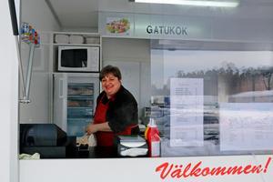 Maria Christomou fick en idé och nu äger hon den nya gatuköksvagnen vid Aders möbler där hon satsar på både svensk och grekisk mat.