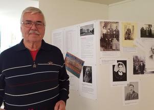 Bernt Norgren från Sundsvall besöker utställningen, med bland annat de bilder han förmedlat från ättlingar till Mickel Mickelsson i Amerika som nu uppdaterat kunskapen om emigrationen från Trönö.