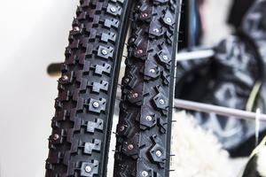 Intresset för vintercykling ökar och allt fler köper sig ett par dubbdäck till cykeln, enligt Jorun Norell på Team Sportia.