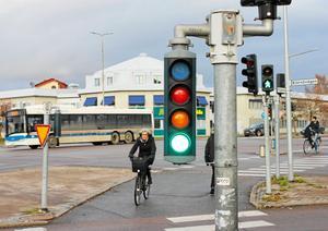 Cykelfrämjandet  kräver cykelöverfarter när Röda torget byggs om till cirkulation. Det innebär att bilister ska släppa fram cyklister.
