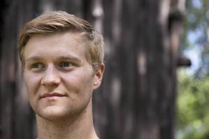 Pastor Hornaeus spelas av Per-Erik Eriksson.