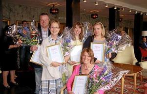 Från vänster Leif Larsson, Ulla, Bodil och Annika Luundberg. Sittande: Eva Hanses Valeij Foto: Helena Bergenhamn