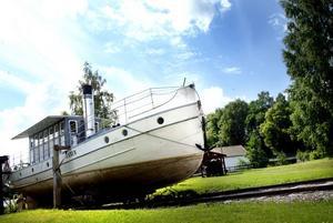 Ångvarpbåten Laxen vid Flottningsmuseet i Gysinge. Sannolikheten är nu stor att museet läggs ner.