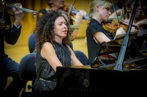 Den armeniska pianisten Mariana Shirinyan spelade två verk av olika karaktär i Västerås konserthus.Foto: Lennart Hyse