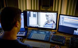 Mixerbordet är Boris naturliga arbetsplats. Här han han tillgång till sitt eget ljudbibliotek som kommer till användning när ljudet ska läggas.