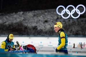 Amma Magnusson och Hanna Öberg är två av fyra i det svenska skidskyttestafettlaget. Bild: Joel Marklund/Bildbyrån