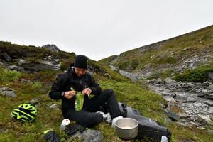 Sju mil från Nordkap var det dags för lite frystorkad lunch.