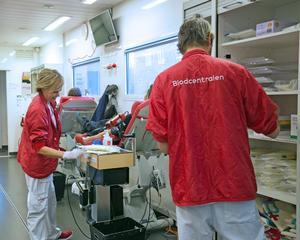 När blodbussen kommer till Nynäshamn kan man skänka blod, som en julgåva.