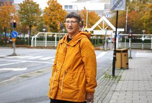 Brita Haggård från Olshammar klev ur den långa kön till audiologiska kliniken vid USÖ i Örebro och sökte sig till ett privat bolag.