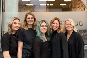 Salongens personal: Louise Olsson, Rebecca Lidbacken, Malou Papp, Caroline Åberg och Malin Thuresson. Foto: Privat.