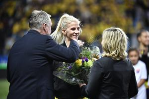 Sofia Jakobsson gratulerades för 100 landskamper i oktober. Men nu kan hon uppnå något än större.