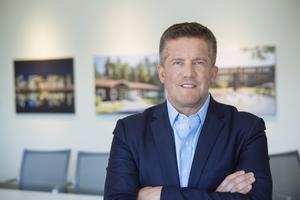 Ilija Batljan, grundare och vd på Samhällsbyggnadsbolaget som köpt ett stort antal lägenheter i Södertälje. Foto: Pressbild