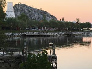 Ettans kalkugn och bygdegården är grannar på sydöstra Oaxen.