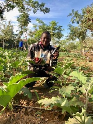 I en månad ska Parmoussa Sawadogo resa runt i Sverige för att få ett kunskapsutbyte om ekologisk odling med svenska bönder. Foto: Yennenga Progress