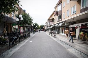 Köpings centrum. Många uppger att de känner sig otrygga här, andra nämner centrum mellan Folkets hus och ån när de lyfter fram trista miljöer som skulle behöva snyggas till.
