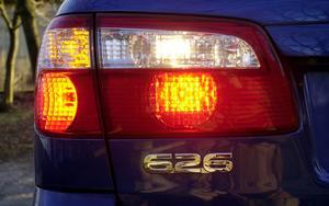Ett felparkerat fordon är lika mycket i vägen, med eller utan påslagen varningsblinkers, skriver insändarförfattaren.