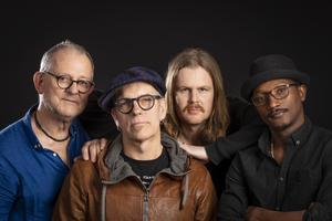 Henrik Cederblom med band. Foto: Kristin Lidell.