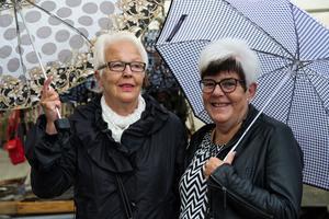 Väninnorna Gunn Cederblad och Karin Byström hade tagit sig hela vägen från Sundsvall för att besöka marknaden.