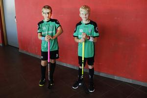 Viktor Berglund 10 år och Calle Holck 10 år spelar i IBK Storvik P10 (09). Matchen mot Sätra gick extra bra, tycker Viktor. Viktor Berglund debuterade och spelade sin första match.