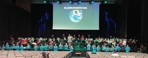 Thomas Gathe repeterar ett gemensamt nummer med alla fyra orkestrarna inför lördagseftermiddagens konsert. Bild och film: Peter Tjernberg