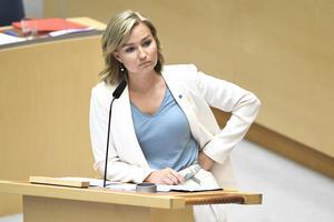 Ebba Busch Thors sätt att bemöta de andra partiledarnas frågor om abort och samvetsfrihet visar hur känsligt detta område är för partiet. Foto:  Claudio Bresciani, TT