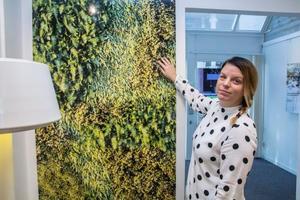 Så här kommer väggarna i H-huset att se ut. Jasmina Hadzijusufovic är projektchef för verksamheten. Pressbild.
