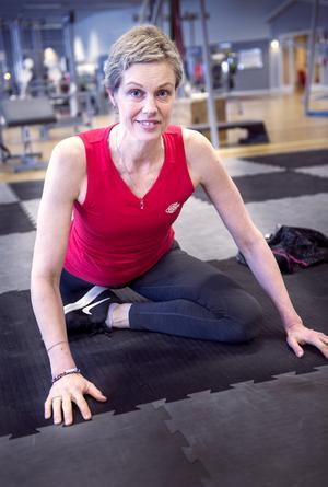 Victoria Isakas fick sitt cancerbesked för cirka ett år sedan. Det har varit en tuff tid med cellgifter operation och rehabilitering. Hon har tränat sig igenom allt jobbigt och känner sig någorlunda stark i dag trots att hon fortfarande medicinerar.