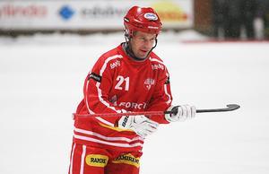Jesper Bryngelson och Nitro/Nora har ett ben i bandyallsvenskan.